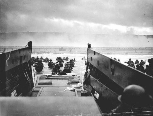 1944_NormandyLST_war.jpg