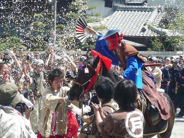 【三重県】「上げ馬神事」の最中に突然「馬が暴走」