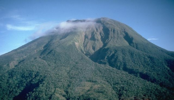 A_dormant_Mt_Bulusan.jpg