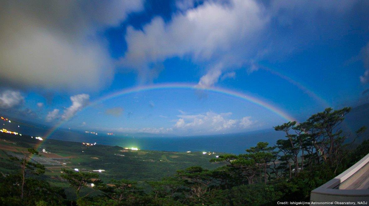 【ムーンボー】沖縄の石垣島で非常に珍しい「月虹(げっこう」という現象が発生…イングランドでもスーパームーンの満月と重なり観測される