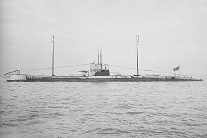 Japanese_submarine_Maru-6_in_1919.jpg