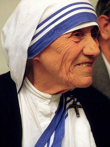 マザーテレサをカトリック最高位の「聖人」に認定…「奇跡」により脳腫瘍の男性を治療