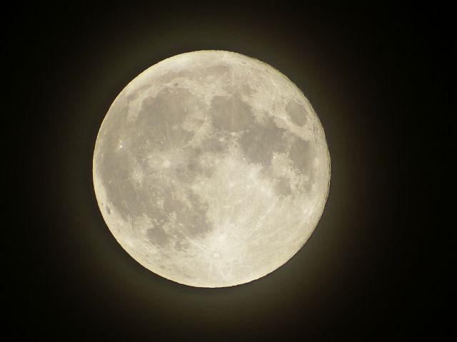 【引力】今夜は満月か…満月に地震が多いとか言われてるけど関係あるの?