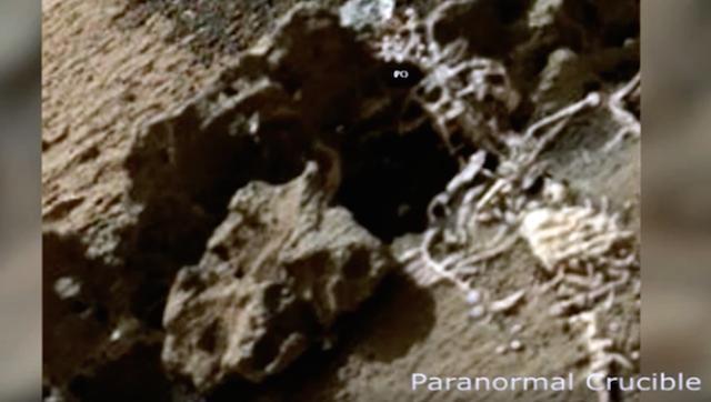 【画像】火星で「人の骨」らしきモノを発見か…地球のピラミッドと同じ並びの構造物も存在か