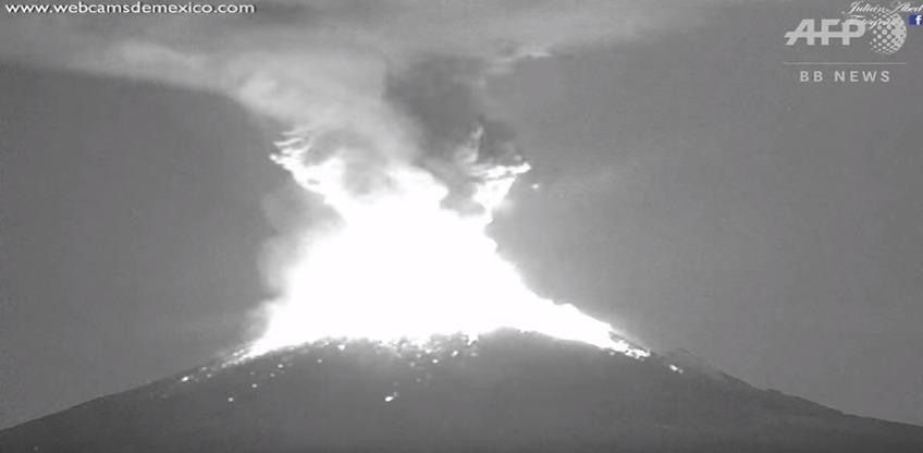 メキシコ・ポポカテペトル山が噴火…火山灰降り注ぎ、空港は一時閉鎖