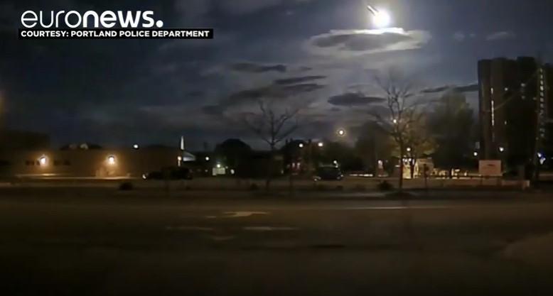 【火球】アメリカ・メイン州の上空が瞬く間に光り輝く…隕石による白い光の玉が突如現れる!