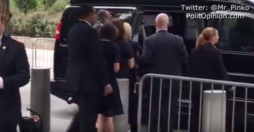 【重病説】9.11追悼セレモニー中にヒラリー・クリントン氏が体調を崩す…足取りがおぼつかない様子で抱えられながら車へ