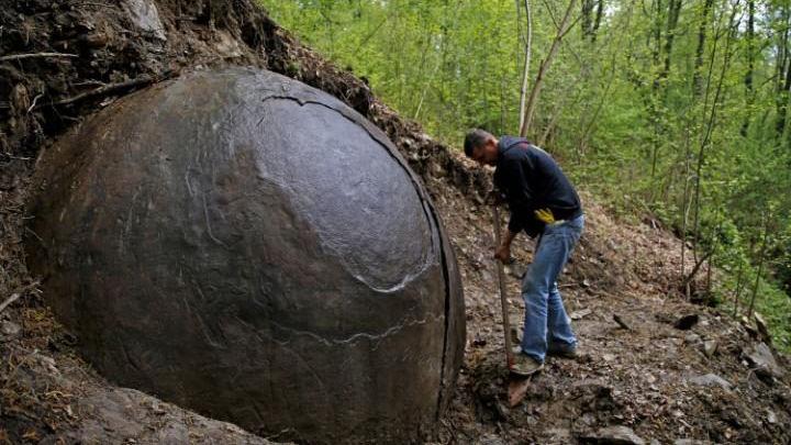 ヨーロッパのボスニアで謎の「巨大な球体の石」が発見される…未発見の文明の物?それとも、自然界の産物か