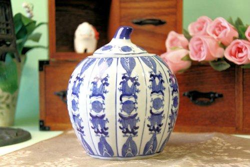 瓜の形をした陶磁器の壺