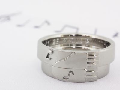 グランドピアノと音符のマリッジリング(結婚指輪)