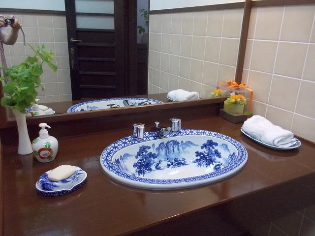 お手洗いも陶製