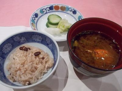 お赤飯と味噌汁