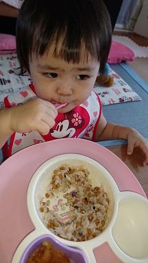 納豆ご飯を食べる