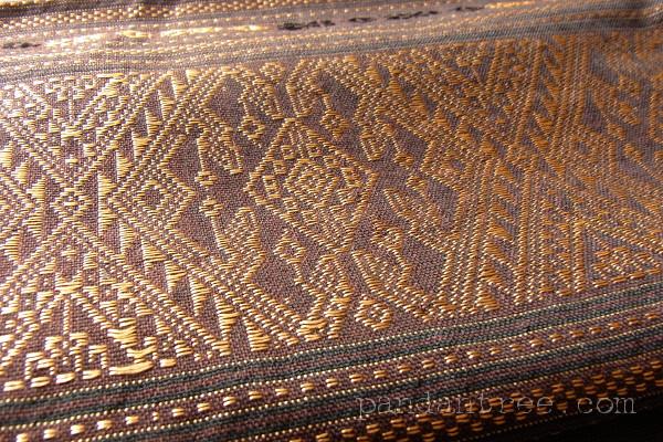 タイの浮織り布2