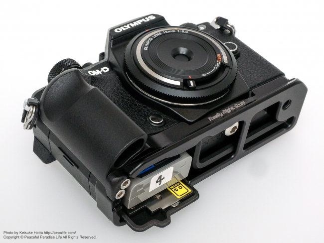 RRS (Really Right Stuff) BOEM52: Plate for OM-D E-M5 Mark II 下から