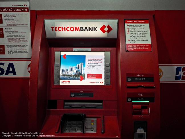 カードを飲まれたTECHCOM BANK ATM