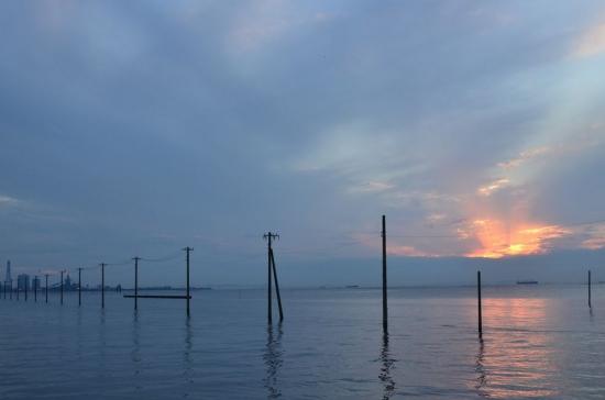 eg。海を走る電柱 002