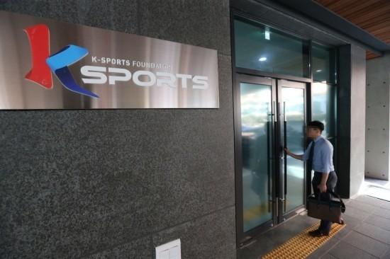 ②朴槿恵の崔順実のKスポーツ財団のマッサージオヤジのチョン・ドンチュンは韓国ヤクザオウム笹川スポーツ財団と関係あるんじゃないの