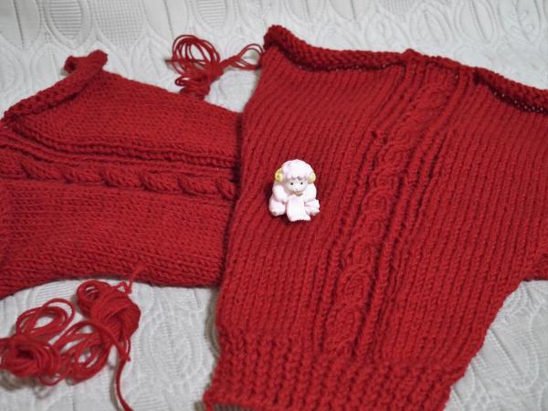 赤いセーター袖編み上がり201610