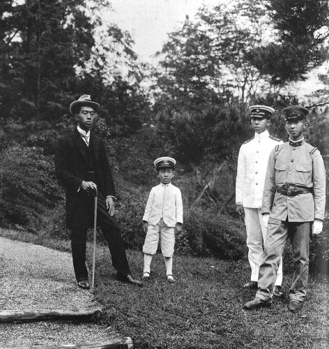 800px-Emperor_Taishos_sons_1921.jpg