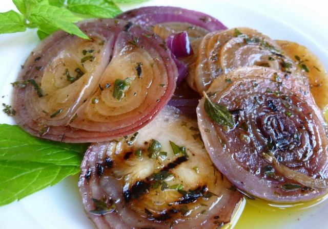 Grilled-onion-salad-2 (1)