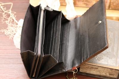 ロゴマークの長財布