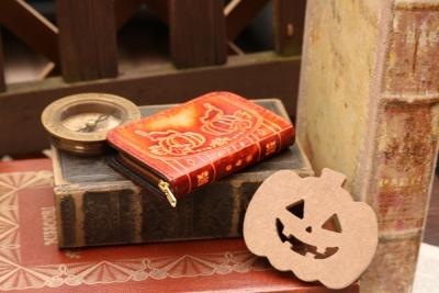 ハロウィンの洋古書風コインケース