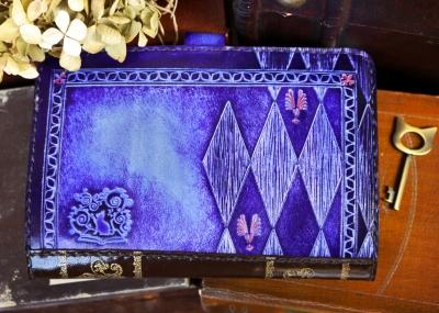 紫のチェシャ猫の通帳ケース