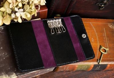 紫のチェシャ猫洋古書風キーケース