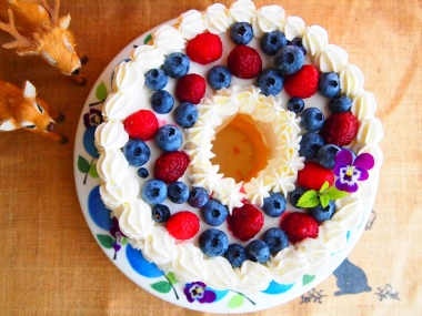 raspberry & blueberry chiffon cake