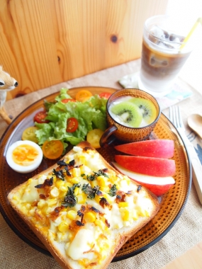 egg&cheese corn toast