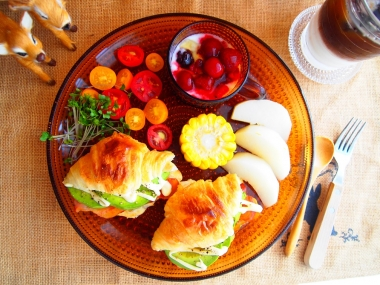 avocado croissant sandwich