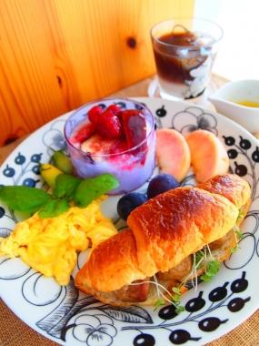 meet ball croissant sandwich