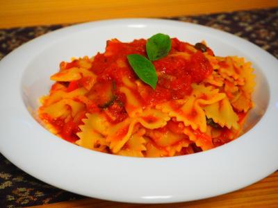 トマトソースリボンパスタ