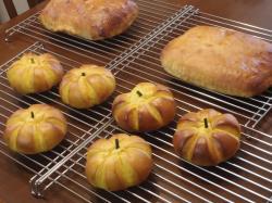 ベーコン&チーズブレッド、かぼちゃパン