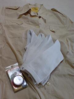 クリーム色のシャツと白靴下♪