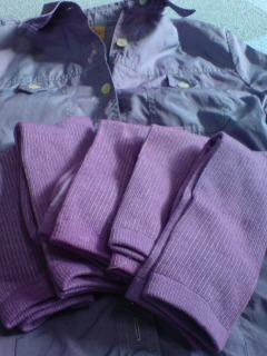 紫色に染まったシャツと靴下♪