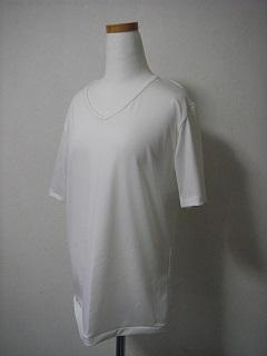 普通に白いTシャツ♪