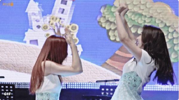 Jellyfishgirls-0216.jpg