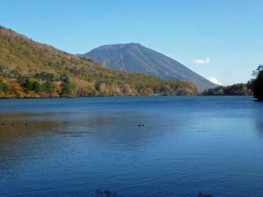 湯ノ湖からの男体山