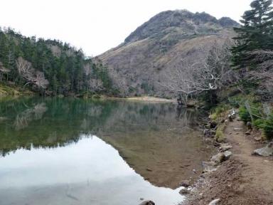 弥陀ヶ池に写る奥白根山