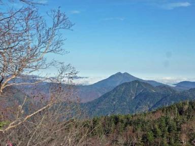 登山道から見る燧ケ岳