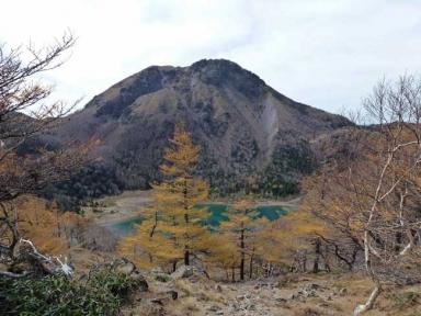 五色山からの「奥白根山と五色沼」