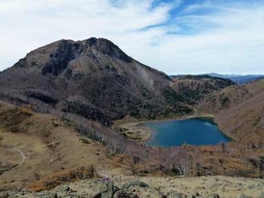前白根山からの「奥白根山と五色沼」
