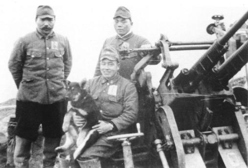 25mm機銃と兵士