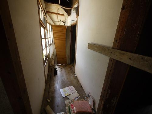 潰れた廊下