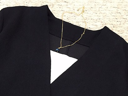 ゴールドのネックレスは1つあると便利です