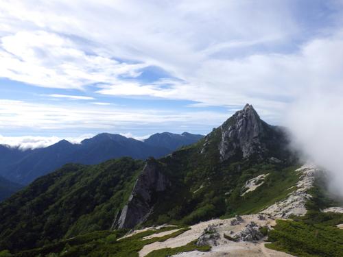 烏帽子岳山頂のオベリスク
