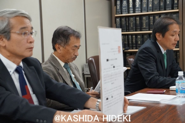 会見に臨む東京保険医協会の3人