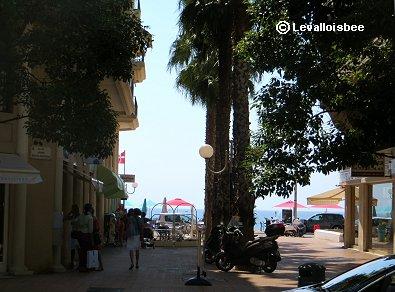 ★朝の海岸通りは静かにまぶしいREVdownsize